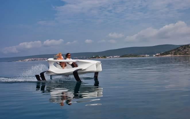 Ladies gliding on a quadrofoil