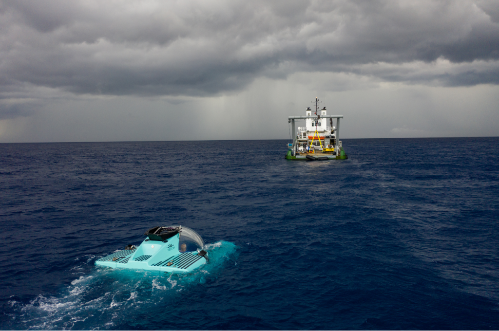 The-3300/6-submarine-hovering-on-the-surface-of-the-sea