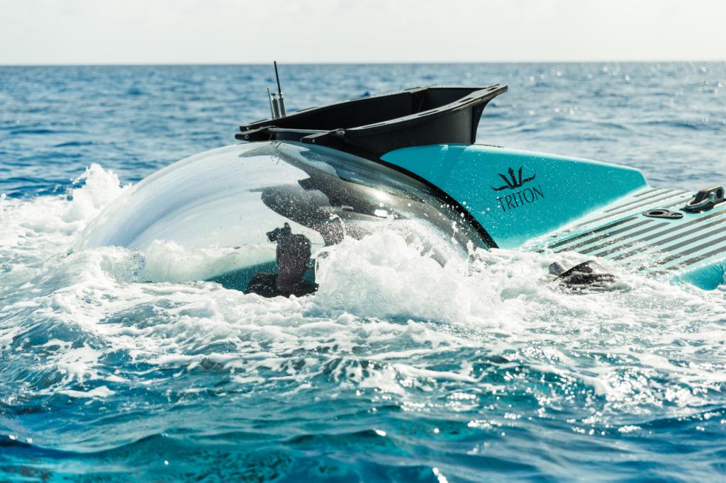 Triton-submarine-3300/6-semi-submerged