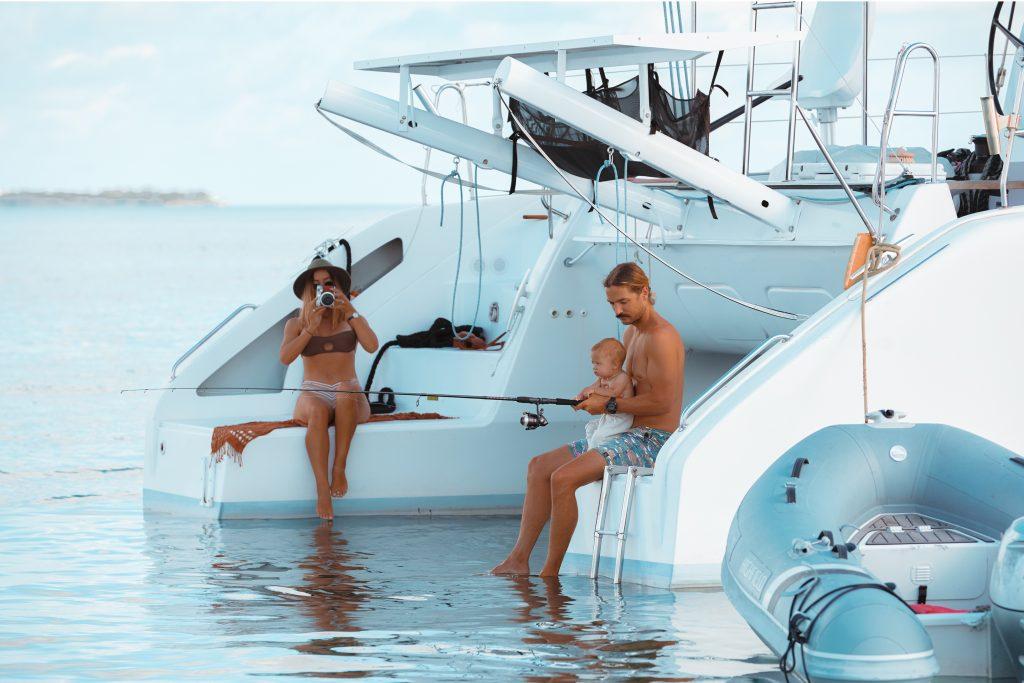 Vegabond_influencers_on_a_boat