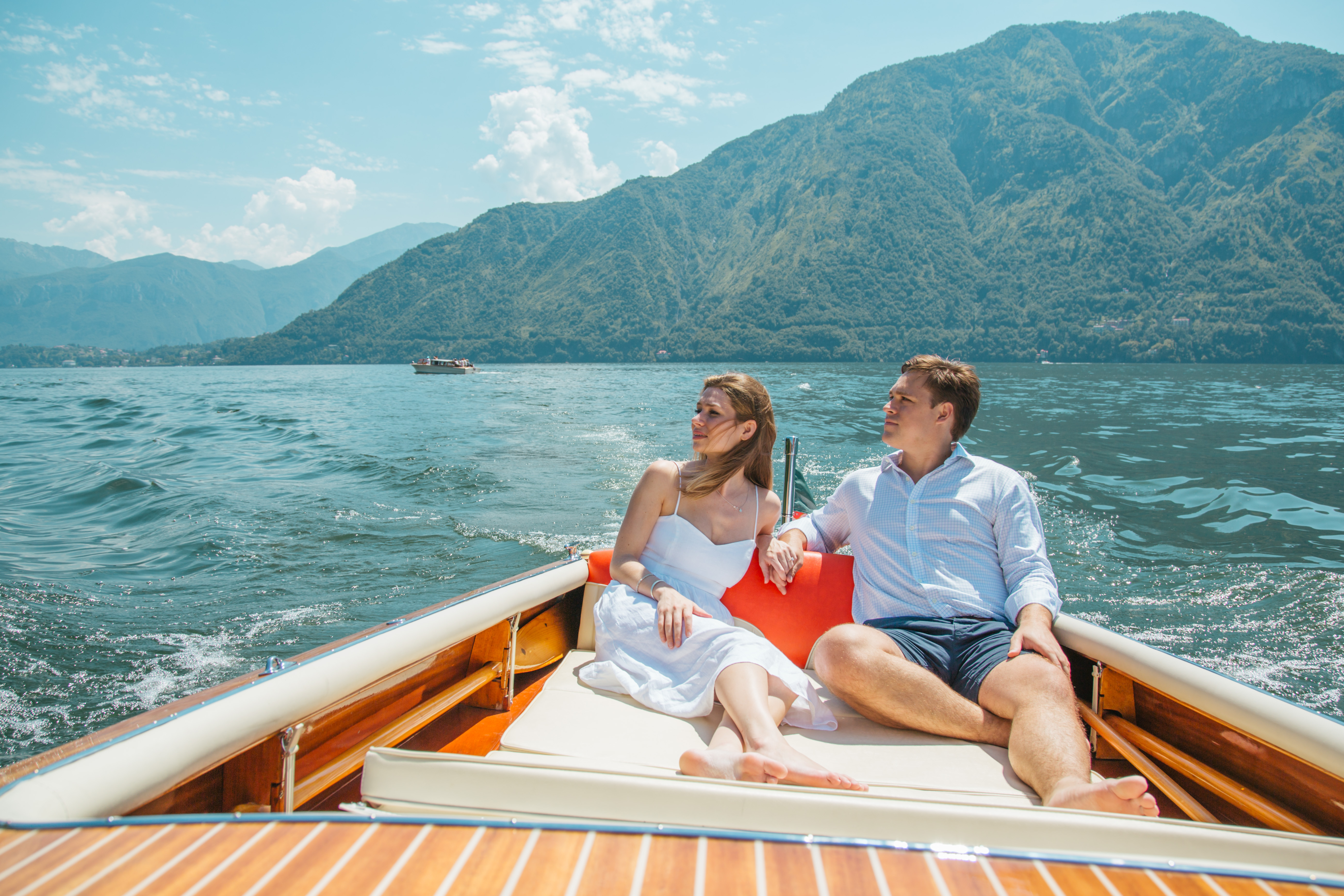A-couple-of-a-classic-boat-in-Lake-Como