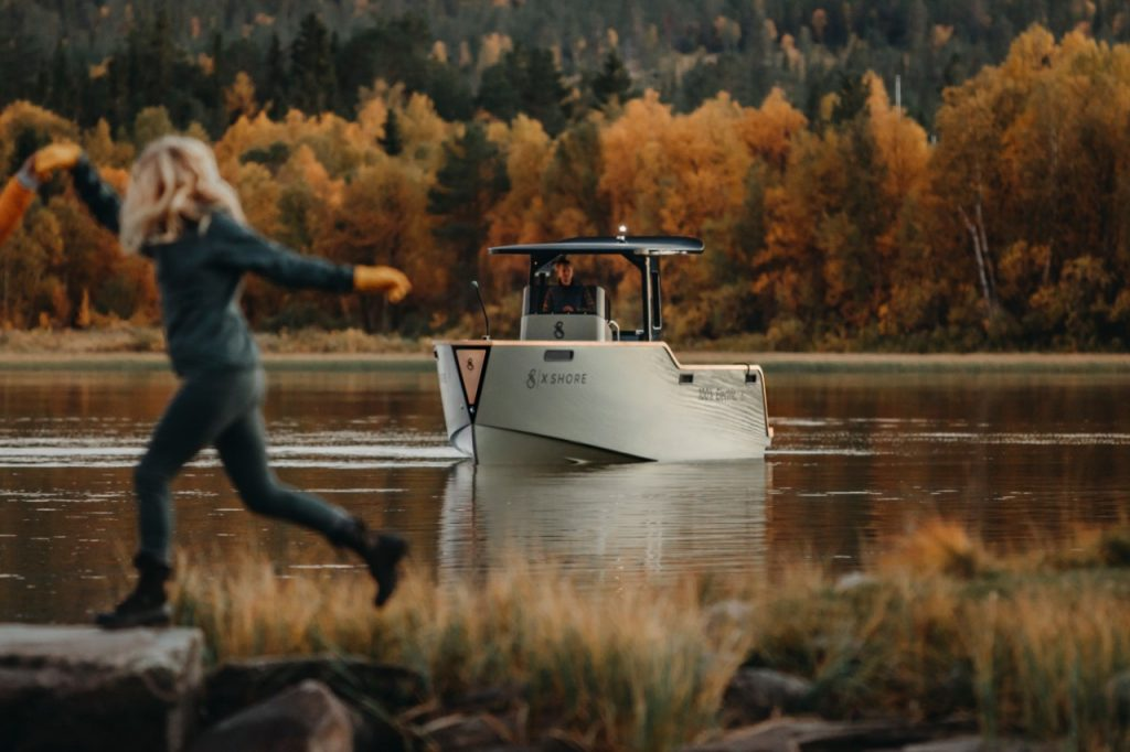 Electric high-performing-boat-the-Eelex-8000-in-a-Swedish-lake