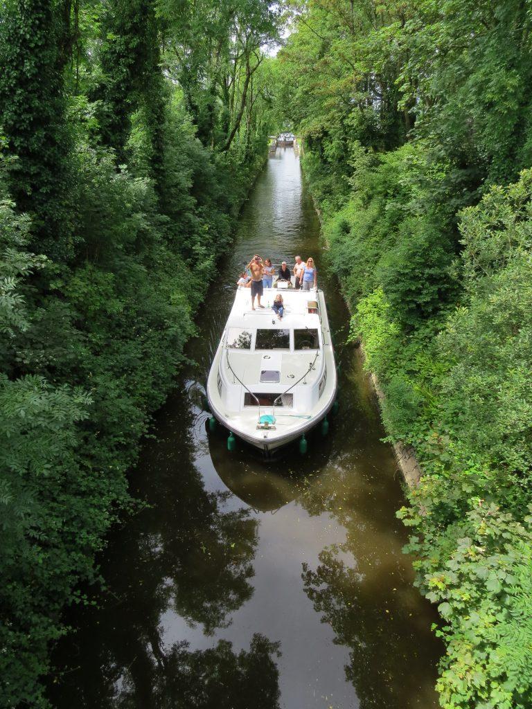 Riverboat Ireland Bridge