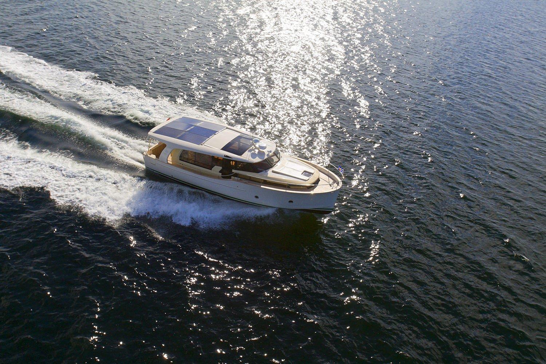 2021 Greenline 40 hybrid diesel-electric luxury solar power motor yacht