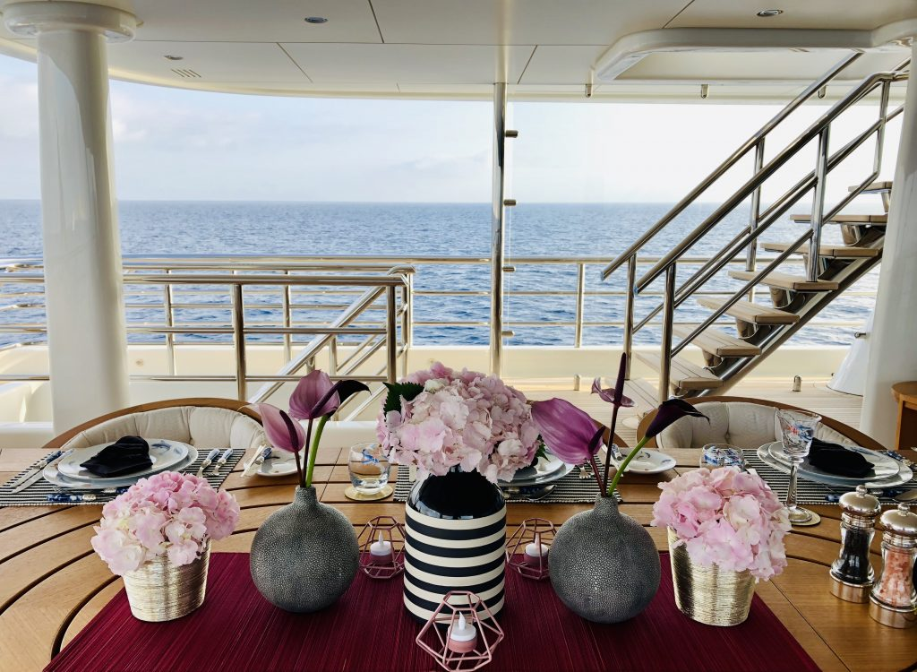 Yacht_tablescapes_pretty_in_pink.