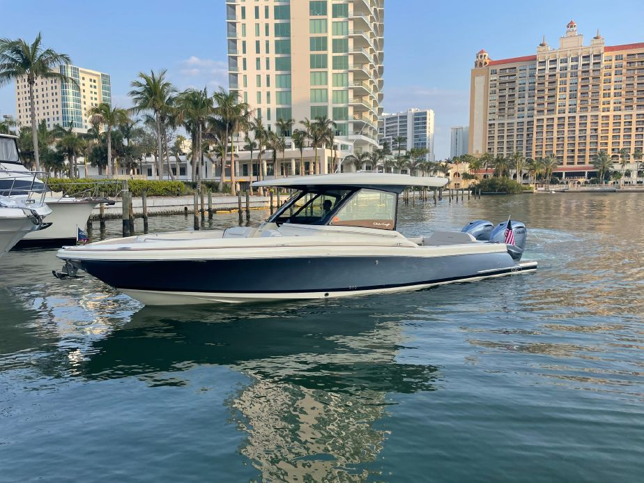 2022 Sea Ray Sundancer-370-Outboard