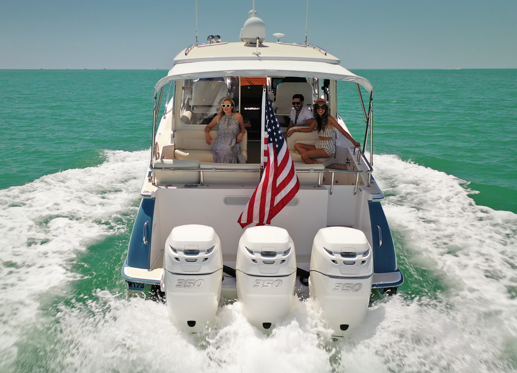 Triple Outboard Engines On MJM 43z Yacht