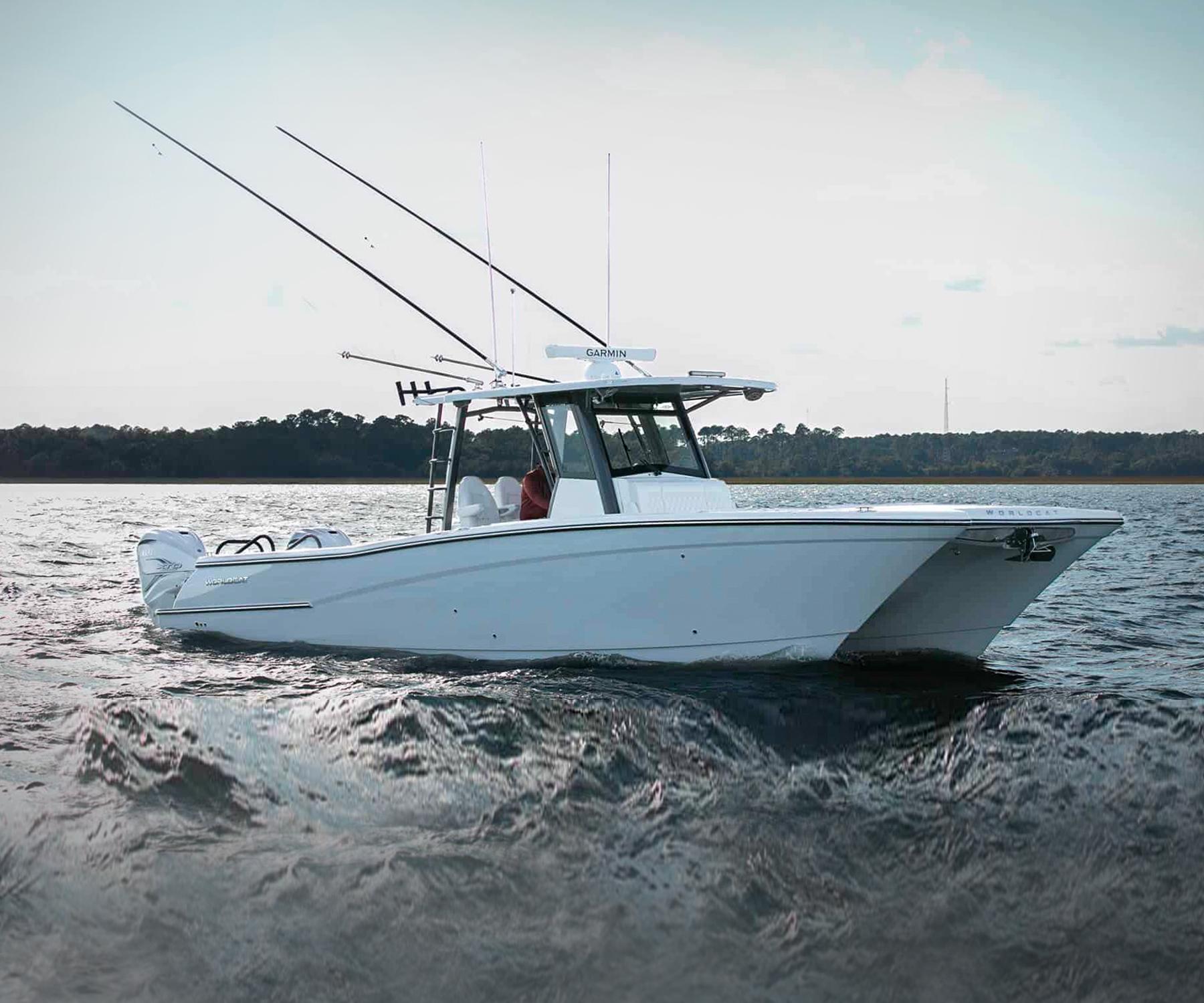 World Cat 400CC-X Center Console Power Catamaran